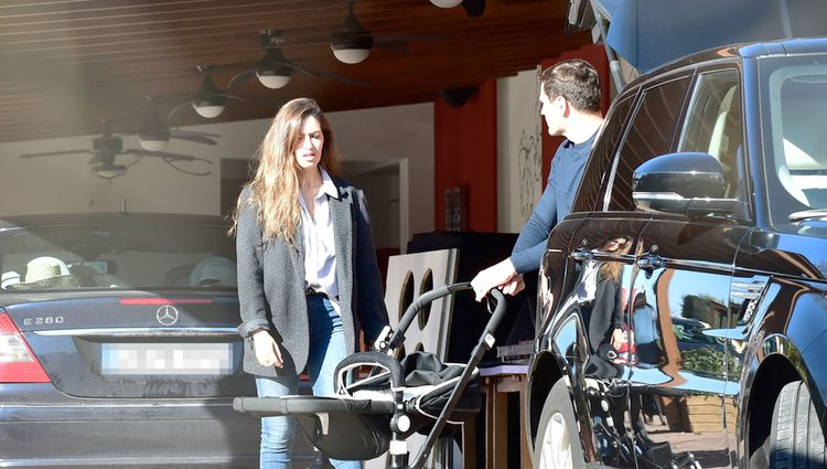 Iker Casillas y Sara Carbonero llegan a Corral de Almaguer para pasar la Navidad 2016