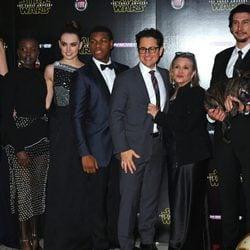 El elenco de 'Star Wars: El despertar de la fuerza' asiste al estreno europeo