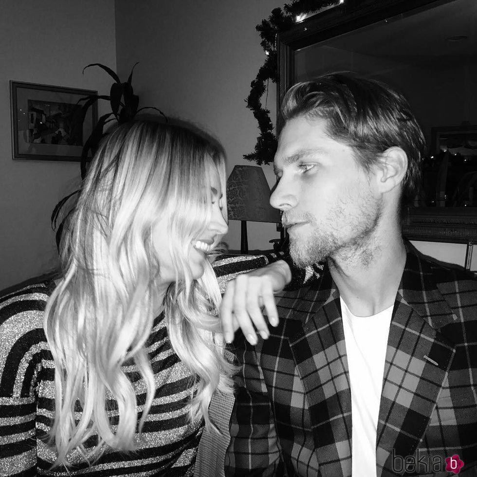 Kaley Cuoco felicita el cumpleaños en Navidad a su actual pareja Karl Cook