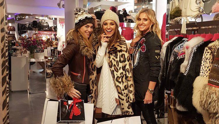 Paula Echevarría y Marta Hazas disfrutan de unas compras navideñas