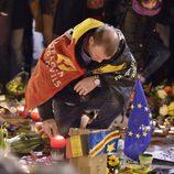 Un hombre en el memorial de los atentados del 22M de Bruselas