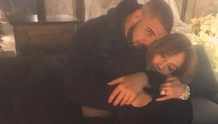 Drake y Jennifer López en una actitud muy romántica