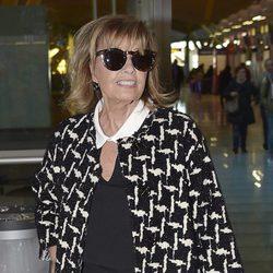 María Teresa Campos en el aeropuerto