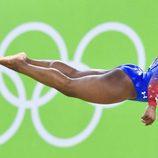 Simon Biles durante su ejercicio en la final femenina de gimnasia de Río 2016