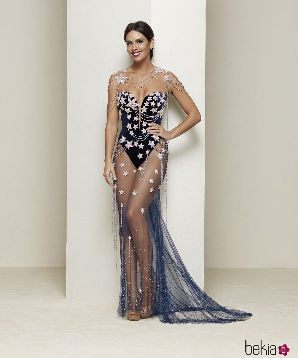 Cristina Pedroche luciendo su espectacular vestido de Nochevieja 2016