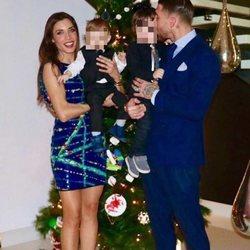 Sergio Ramos y Pilar Rubio felicitan el año 2017 con sus hijos Sergio y Marco