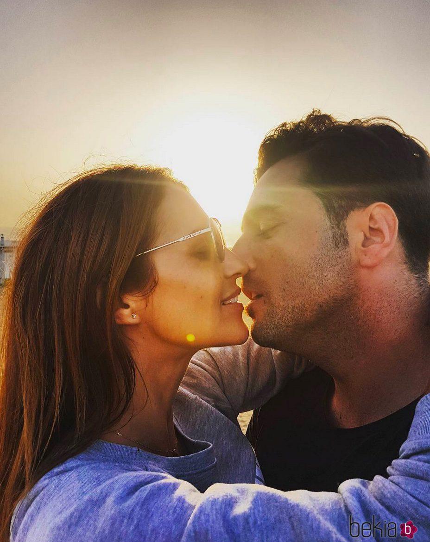 Paula Echevarría y David Bustamante, a punto de besarse en Maspalomas