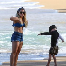Hilary Duff y su hijo Luca Comrie pasan la Navidad en Hawaii