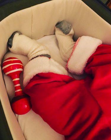 El hijo de Jaime Cantizano, disfrazado de Papá Noel en su primera Navidad