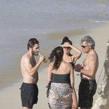 Jake Gyllenhaal junto a Jon Bon Jovi en una escapada a la playa