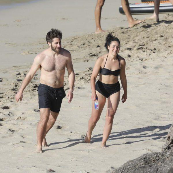 Jake Gyllenhaal con el torso desnudo en las playas de San Bartolomé