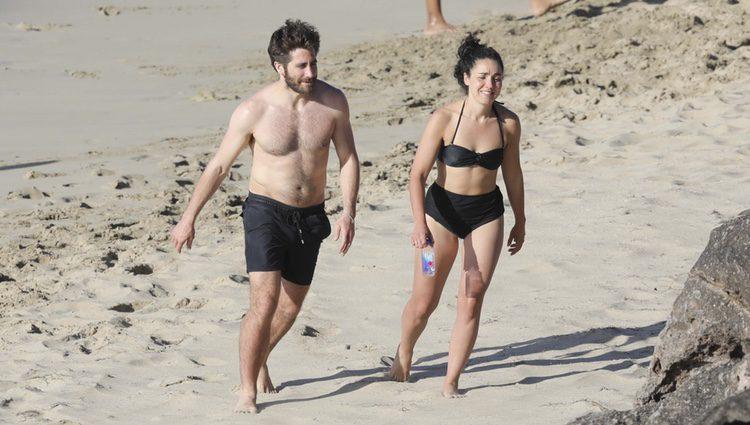 Jake Gyllenhaal luciendo cuerpo junto a Greta Caruso en las playas de San Bartolomé