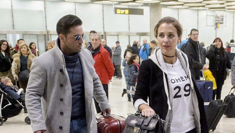 David Bustamante y Paula Echevarría a su regreso a Madrid tras pasar unas vacaciones en Gran Canaria