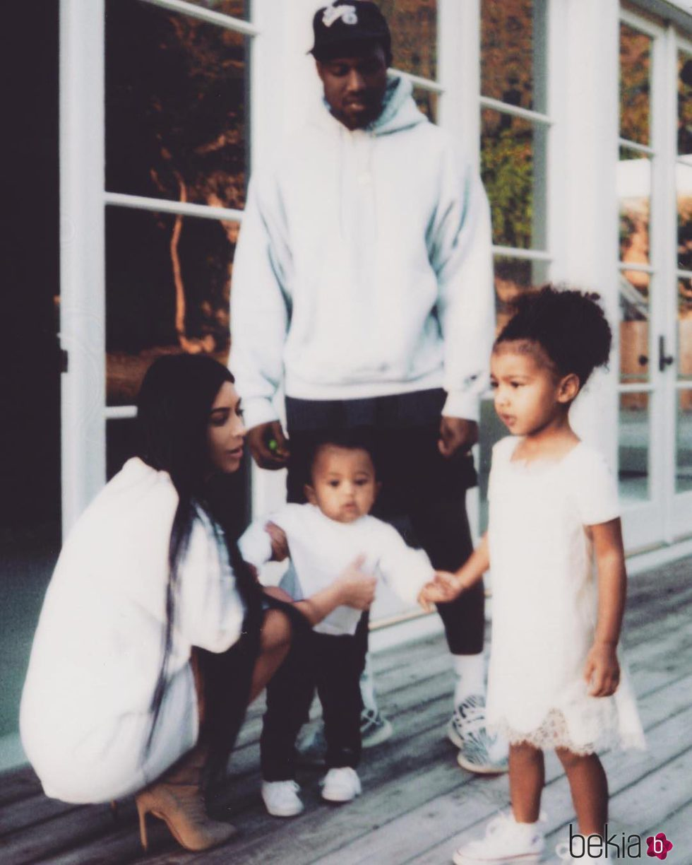 Kim Kardashian, Kanye West, North West y Saint West muy unidos