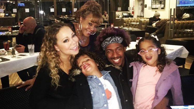Mariah Carey y Nick Cannon cenando junto a sus gemelos para dar la bienvenida a 2017