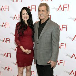 Mel Gibson y Roselind Ross en los AFI Awards 2017