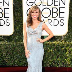 Sara Gore en la alfombra roja de los Globos de Oro 2017