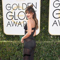 Liz Hernandez en la alfombra roja de los Globos de Oro 2017