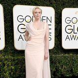 Gwendoline Christie en la alfombra roja de los Globos de Oro 2017