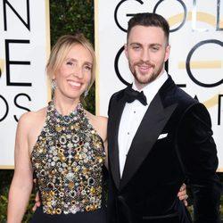 Sam y Aaron Taylor-Johnson en la alfombra roja de los Globos de Oro 2017