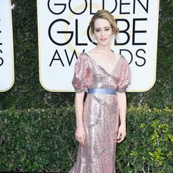Claire Foy en la alfombra roja de los Globos de Oro 2017