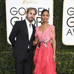 Marco Perego y Zoe Saldana en la alfombra roja de los Globos de Oro 2017