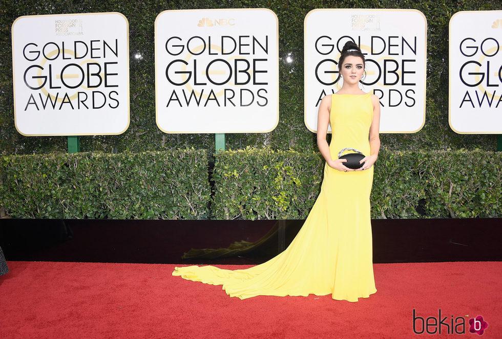 Maisie Williams en la alfombra roja de los Globos de Oro 2017