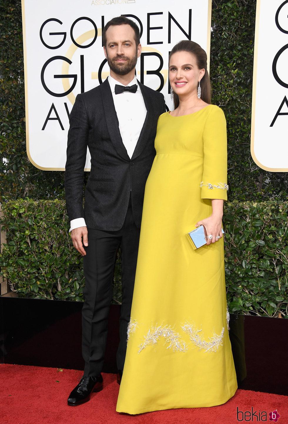 Benjamin Millepied y Natalie Portman  en la alfombra roja de los Globos de Oro 2017