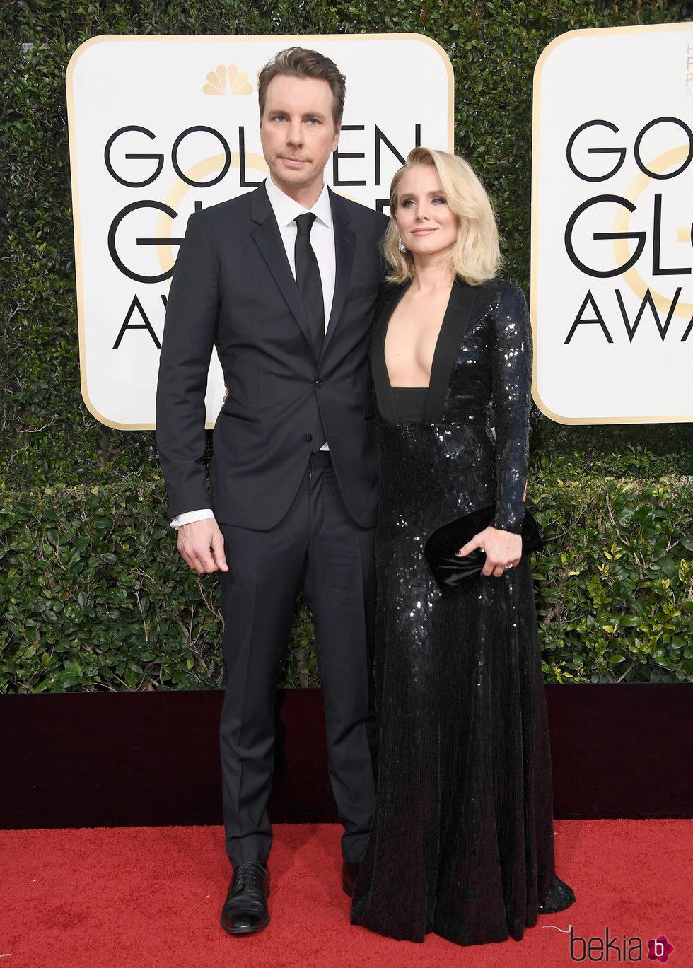 Dax Shepard y Kristen Bell en la alfombra roja de los Globos de Oro 2017