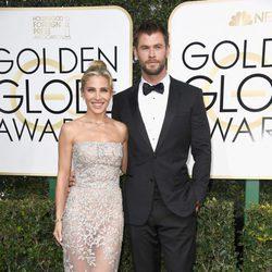 Elsa Pataky y Chris Hemsworth en la alfombra roja de los Globos de Oro 2017