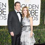 John Travolta y Kelly Preston en la alfombra roja de los Globos de Oro 2017