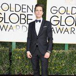 Matt Bomer en la alfombra roja de los Globos de Oro 2017