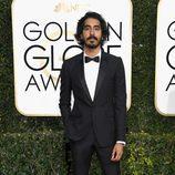 Dev Patel en la alfombra roja de los Globos de Oro 2017