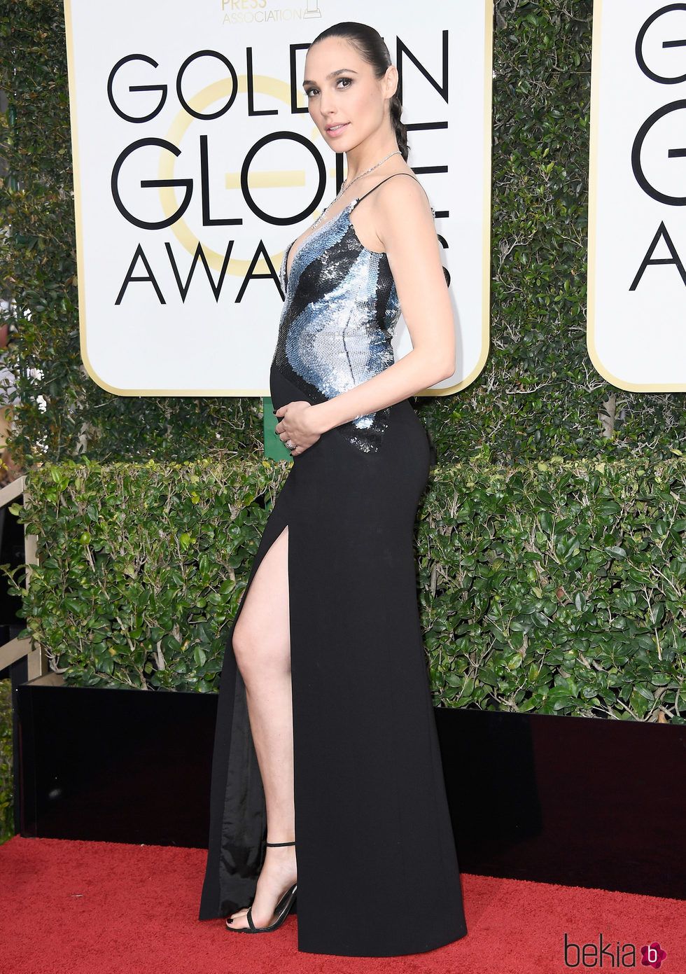 Gal Gadot presume de embarazo en la alfombra roja de los Globos de Oro 2017