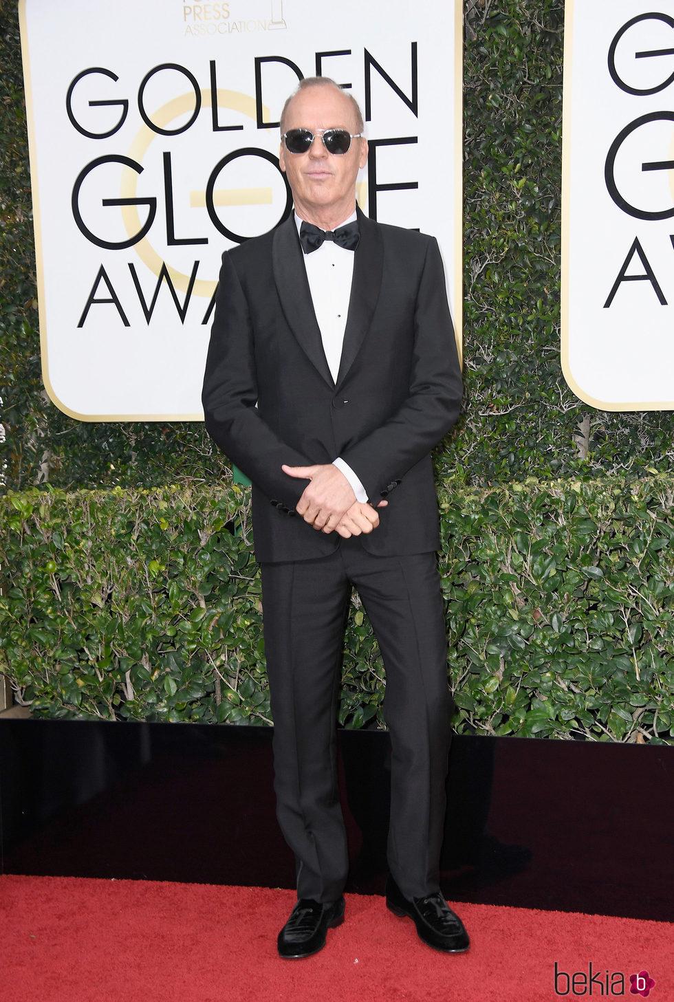 Michael Keaton en la alfombra roja de los Globos de Oro 2017