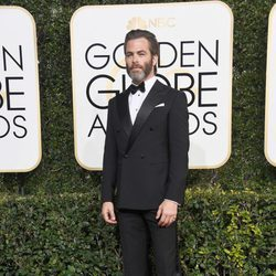 Chris Pine en la alfombra roja de los Globos de Oro 2017