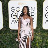 Naomi Campbell en la alfombra roja de los Globos de Oro 2017