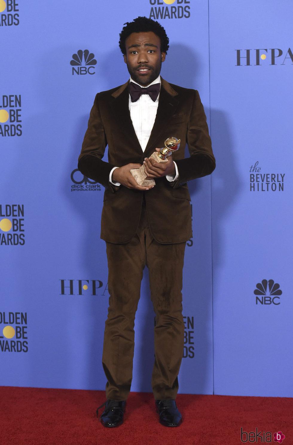 Donald Glover con su Globo de Oro 2017