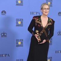 Meryl Streep con su Globo de Oro 2017
