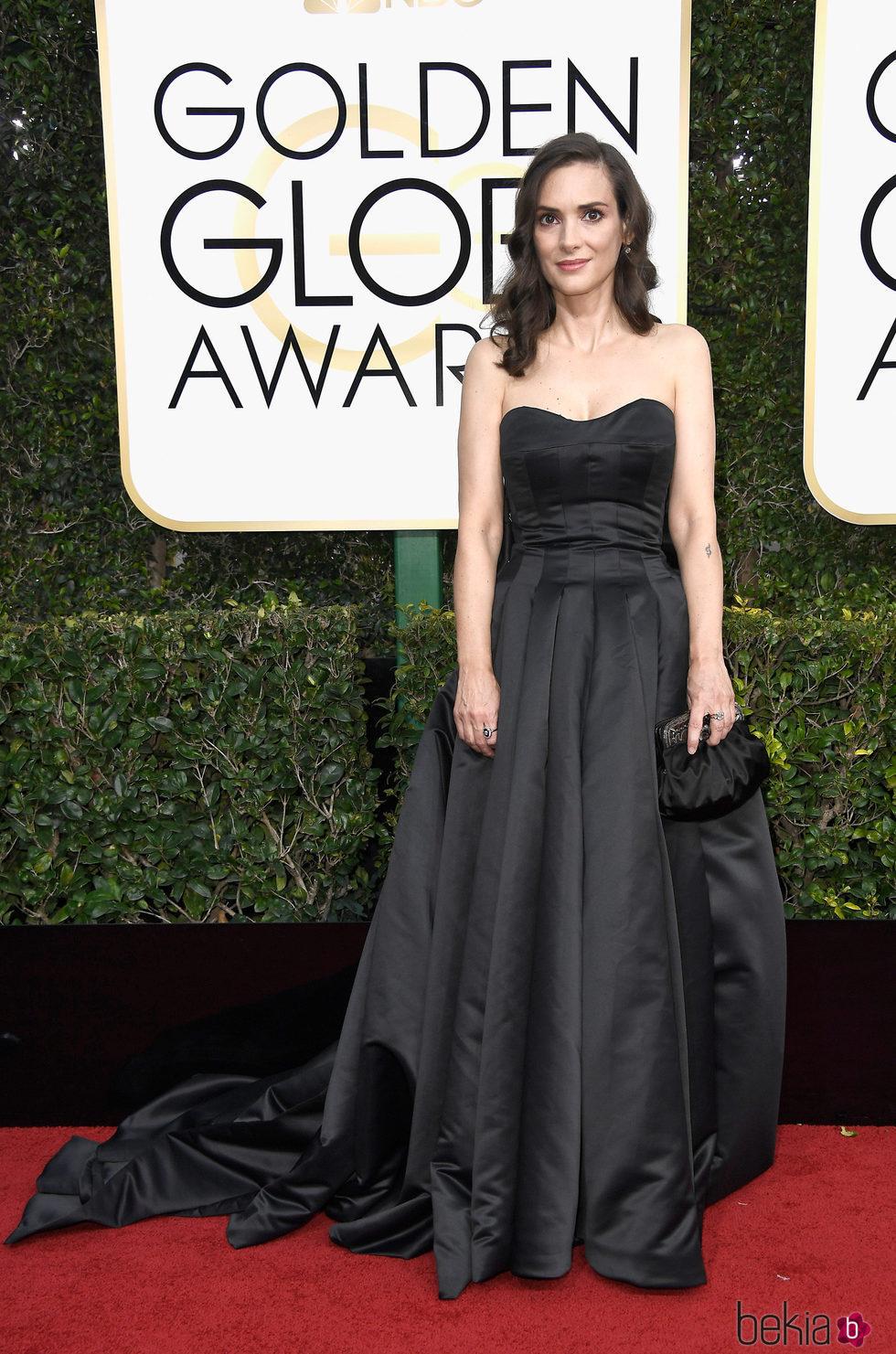 Winona Ryder en la alfombra roja de los Globos de Oro 2017