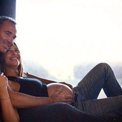 Martina Klein presumiendo de barriguita con Alex Corretja a muy pocos días de ser padres