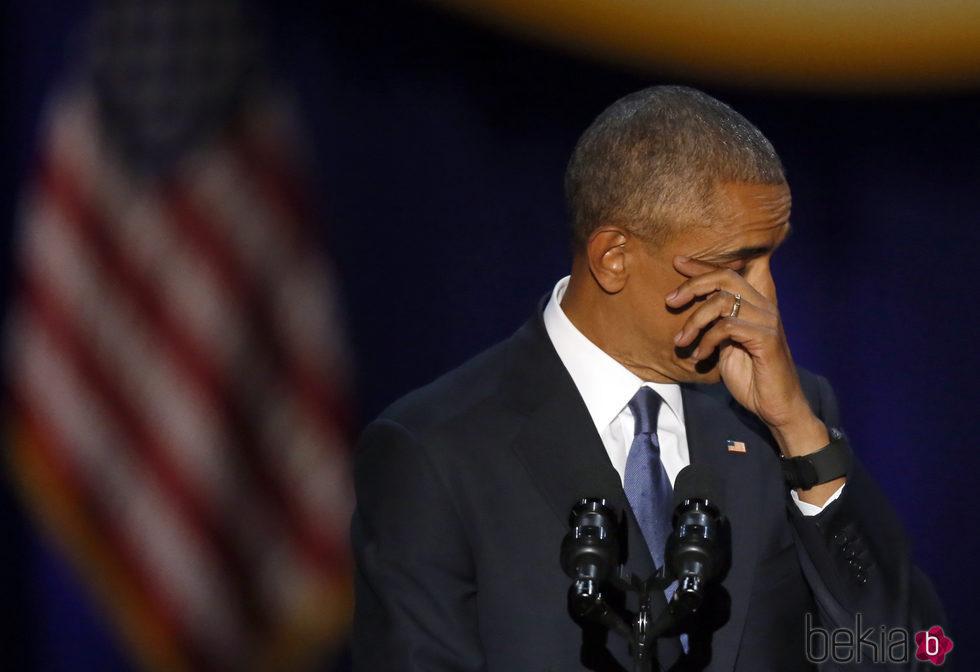 Barack Obama visiblemente emocionado despidiéndose de la Casa Blanca