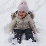 Leonor de Suecia en la nieve en los Alpes suizos