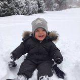 Nicolás de Suecia en la nieve en los Alpes suizos