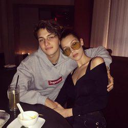 Bella y Anwar Hadid juntos