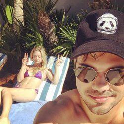 Taylor Lautner y Billie Lourd durante un viaje a Cabo San Lucas