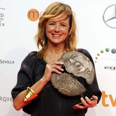 Emma Suárez con su galardón a Mejor actriz en los Premios Forqué 2017