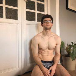 Escaleto luce torso desnudo en calzoncillos
