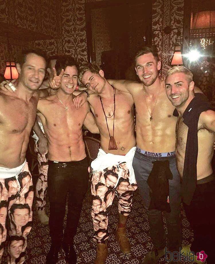 Orlando Bloom junto a Justin Theroux y más amigos en su fiesta de cumpleaños