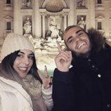 Beatriz y Rodrigo de 'GH17' posando delante de la Fontana Di Trevi de Roma